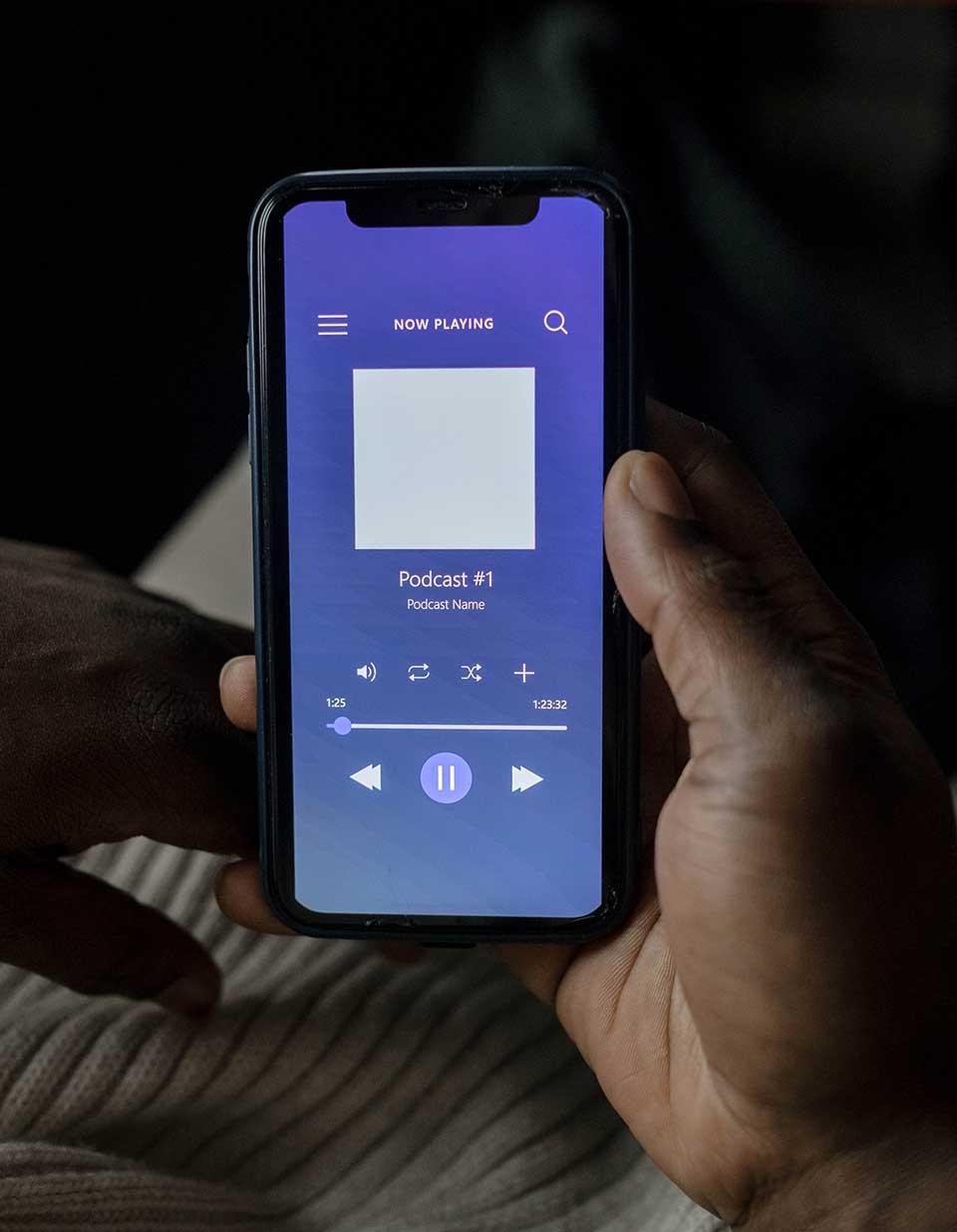 Slušanje podkasta na mobilnom uredjaju